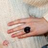 Bague fantaisie pour femme bague Réglisse porté sur une main Chat Pristy