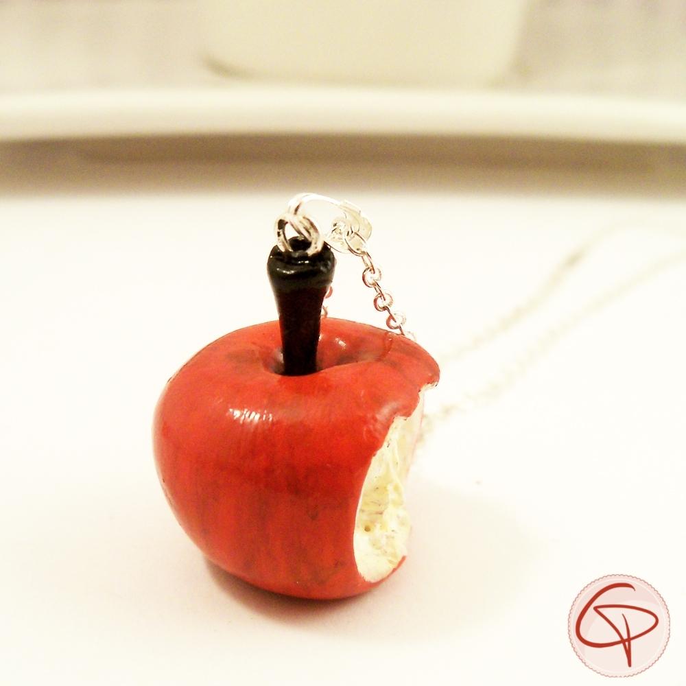 Collier sautoir pomme croquée bijou gourmand romantique et raffiné pour femme