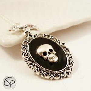 sautoir argenté pendentif crâne bijou halloween femme rock'n'roll