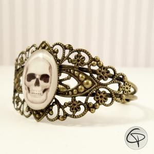 bracelet manchette femme tête de mort dessin crâne