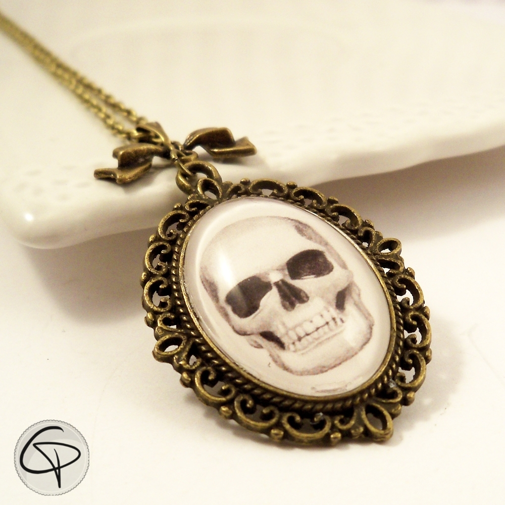 collier sautoir tête de mort pendentif ovale dessin fait main