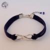 Bracelet avec médaillon Infini et brins en suédine bleu foncé