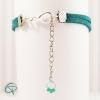 Bracelet avec une petite chaîne qui s'ajuste à la circonférence de l'avant-bras
