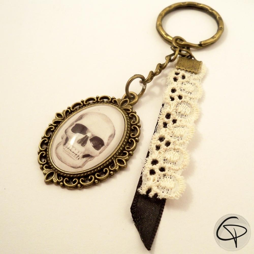 Porte-clé crâne sous verre porte-clef dessin tête de mort spécial halloween