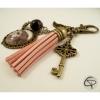 bijou de sac pompon rose dessin catrina médaillon porte-clef halloween