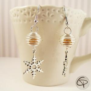 boucles d'oreilles avec flocon de neige et perle dorée
