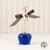 Sautoir pendentif pomme d'amour bleu roi avec un noeud ruban noir