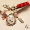 cadeau original pour maman bijou de sac pompon rouge vif bonne fête des mères