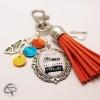 Cadeau original personnalisé bijou fait main porte-clé de sac maman pompon corail