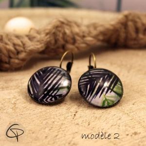 boucles d'oreilles pour femme avec des motifs tropicaux