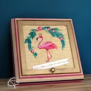 Coffret en bois flamant rose personnalisé pour petits trésors d'enfant