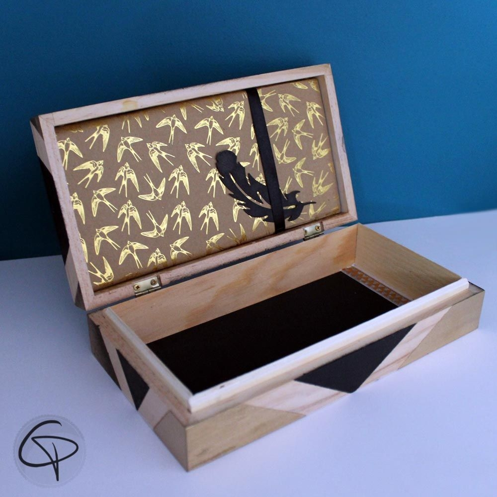 coffret en bois bo te tr sor plume 99 clous dor s id e cadeau. Black Bedroom Furniture Sets. Home Design Ideas