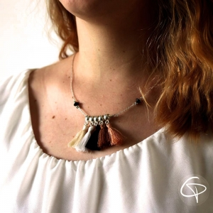 Collier CHloé pompons chat pristy