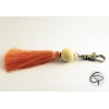 porte-clef pompon en satin rose saumon