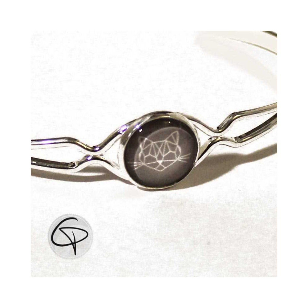 bracelet argent avec m daillon dessin t te de chat g om trique. Black Bedroom Furniture Sets. Home Design Ideas