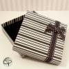 Belle boîte cadeau zébrée rayée noire et blanche pour collier sautoir ou porte-clé