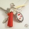 bijou pour sac à main avec dessin de coquelicots rouge pastel