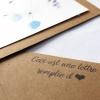 gros plan enveloppe carrée papier kraft fournie carte de voeux