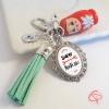 Porte-clé Super Maîtresse poupée russe pompon vert d'eau personnalisable