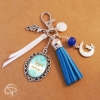 Bijou de sac pompon bleu cadeau maîtresse chat Lune original