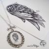 Sautoir médaillon dessin sous verre aile d'ange fait main