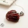 pendentif coeur sanguinolant rouge cloutés métal argenté bijou femme halloween