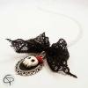 pendentif crâne relief médaillon tête de mort 3d noeud noir dentelle bijou halloween
