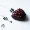pendentif coeur ensenglanté rouge vermeil chaîne argentée