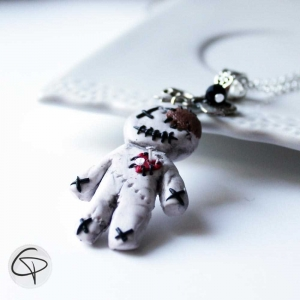 pendentif halloween poupée vaudou