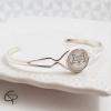 bracelet femme médaillon blanc tête de chat géométrique