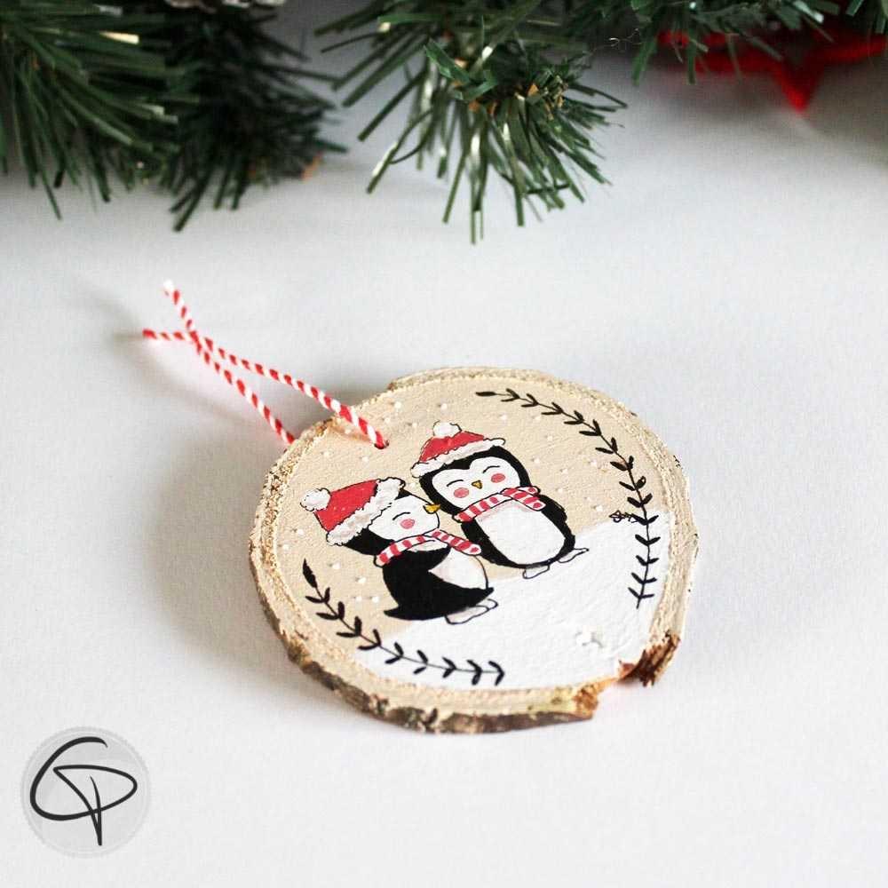 Suspension sapin bois peint petits pingouins manchots décoration personnalisée Noël
