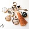 Porte-clé de sac mamie 3 médaillon prénom petite-fille pompon coton beige sable