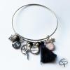 Bracelet mamie 2 médaillons prénom petits-enfants jonc fin argenté pompon noir