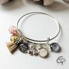 bracelet maman d'amour pompon beige 4 médailles prénoms cygne