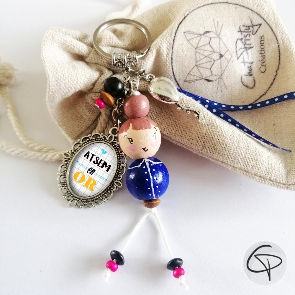 Cadeau personnalisable pour institutrice avec bijou de sac poupée bleue