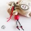 Bijou de sac poupée en bois blonde à lunettes, message personnalisé