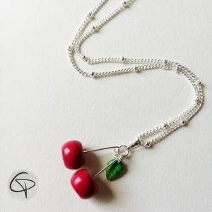 collier original pour fille avec un pendentif cerises
