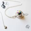 bola de grossesse blanc avec une rosace multicolore