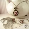 sautoir et bijoux avec un dessin de catrina réalisé au crayon