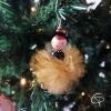 boule de Noël originale en forme de poupée avec pompon organza couleur dorée