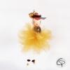 poupée avec jupe dorée faite main à accrocher dans le sapin de Noël