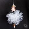 ornement pour décorer le sapin en forme de jolie ballerine au jupon blanc