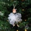 déco de Noël personnalisée avec poupée en tenue de fête blanche