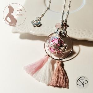 pendentif de grossesse avec un bola argenté et boule rose bijou femme enceinte fille