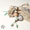 porte-clé super aide-soignante avec poupée en bois peinte à la main