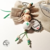 bijou de sac aide-soignante et poupée en bois verte cadeau original