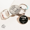 porte-clé décapsuleur avec calendreier perpétuel et médaillon au message au choix