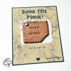 biscuit aimanté mamie gâteau décoré d'un noeud blanc et breloque petit coeur