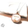 Collier original mamie en or dans médaillon en verre bijou fait main