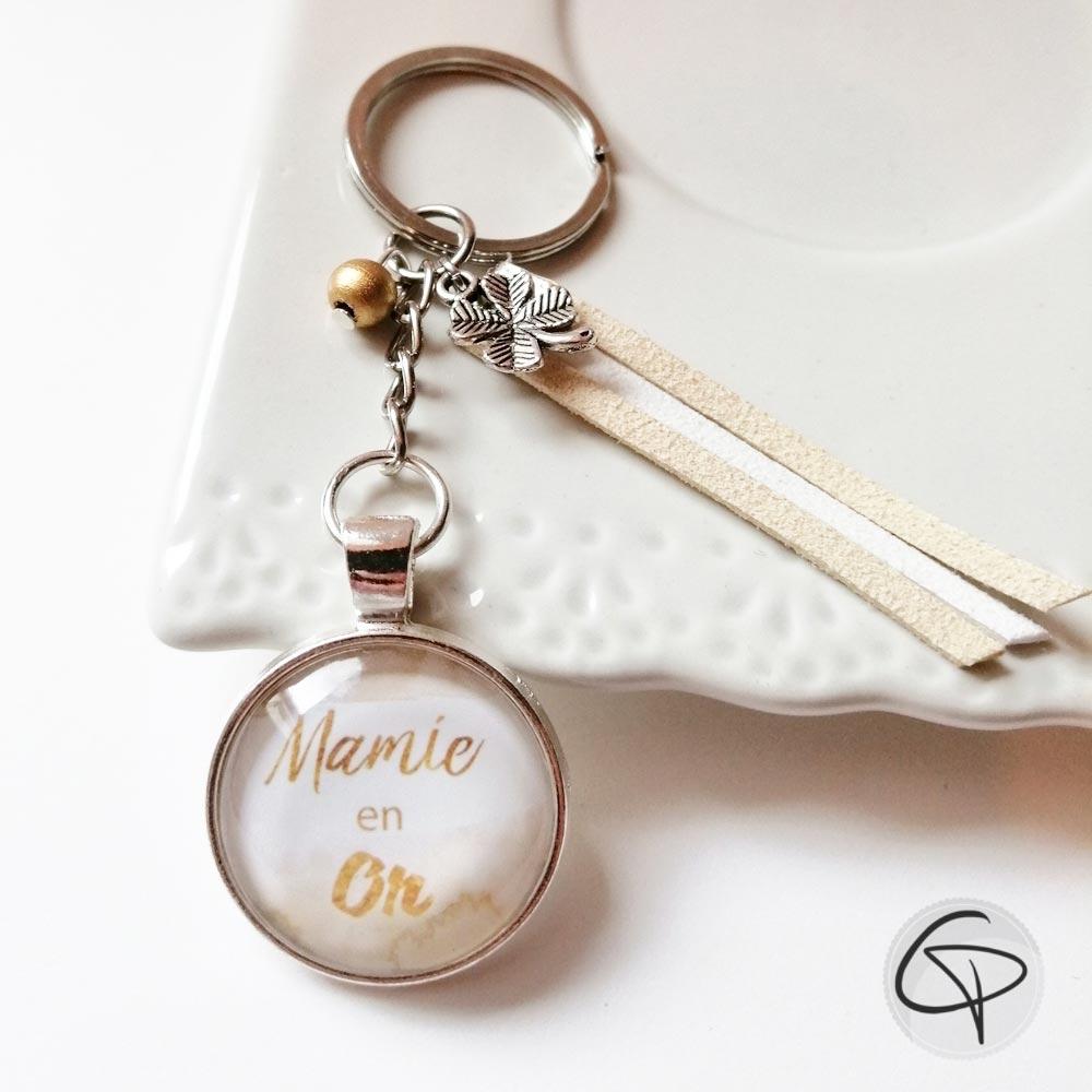 Porte-clé mamie en or suédine beige blanc breloque trèfle